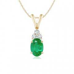 Oval Emerald Solitaire Pendant with Trio Diamond