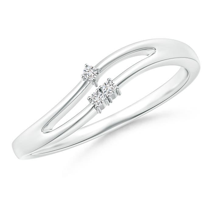 Angara Split-Shank Round Diamond Three Stone Curved Ring DqafXS