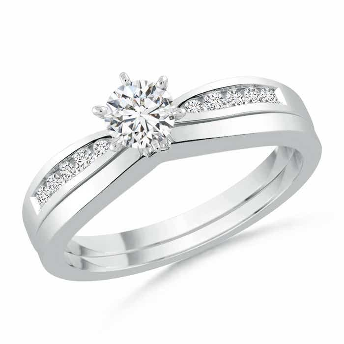 Solitaire Round Diamond Wedding Ring Set With Plain Band